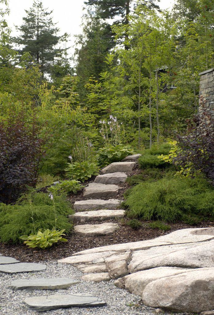 Naturhagen skal være litt rufsete og passer for deg som gjerne lar kantklipperen ligge. Med prinsipper fra hagedesign unngår du at den gror igjen.