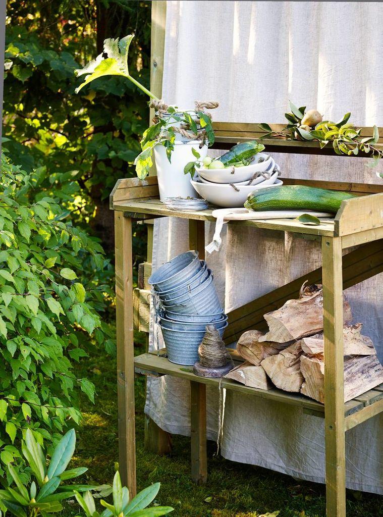 Har du bohemstil i hagen, kan det gjerne være litt rufsete i kantene og ugress. Så lenge det bugner av krydder, grønnsakplanter, frukttrær og bærbusker.