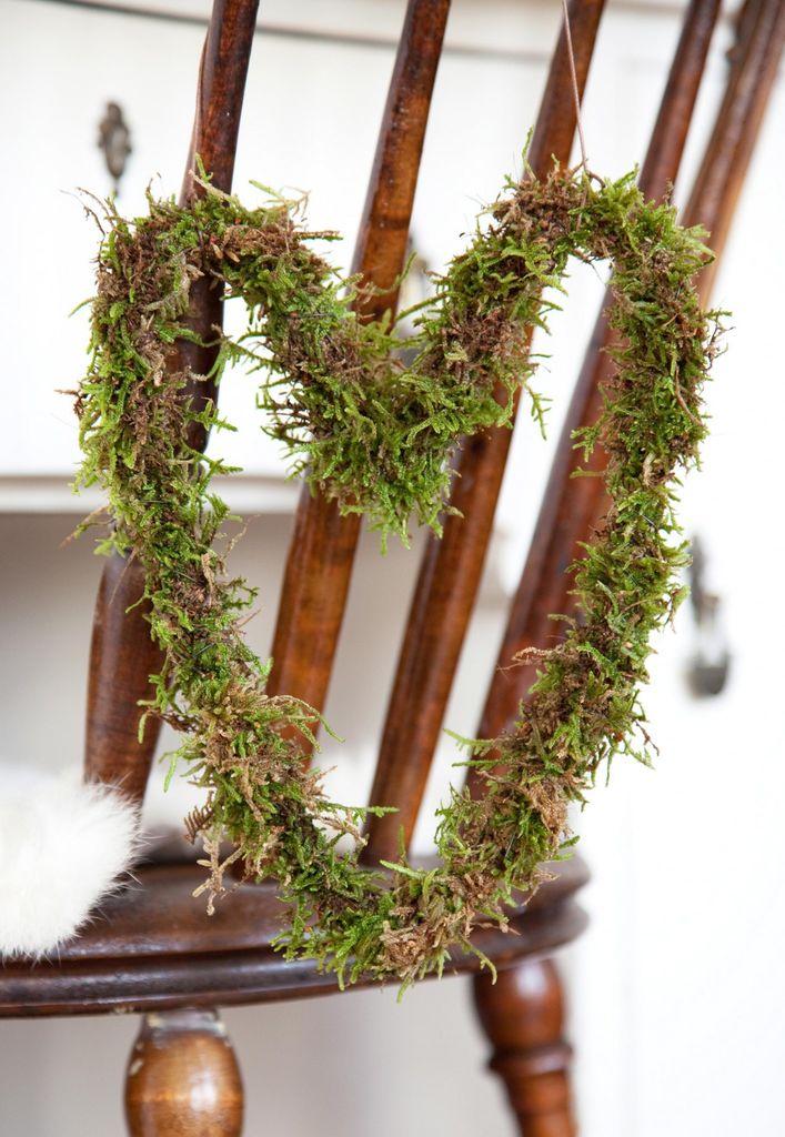 Denne kransen av mose lager du både raskt og enkelt, og er fin nå i adventstiden og frem til jul.