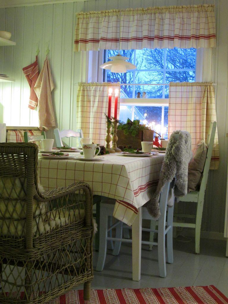 Nå er julaften rett rundt hjørnet. Her noen fine borddekkingstips til deg som liker en litt landlig stil.