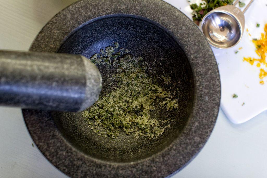 Lag ditt eget urtesalt med dine egne urter.
