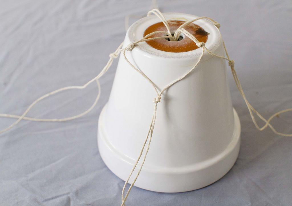 Slik lager du makraméhenger til potteplantene dine, steg for steg.