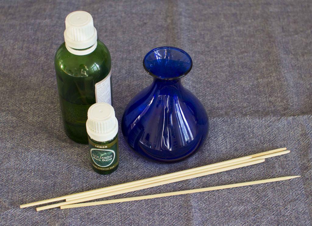 Slik lager du din egen duftspreder med essensielle oljer.