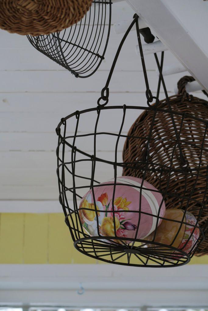 Påske og vår må feires! Påskeliljer, perleblomster, høy og  påskeegg i vakre farger. Få med deg de smarte tipsene som garantert gir vårstemning til påske.