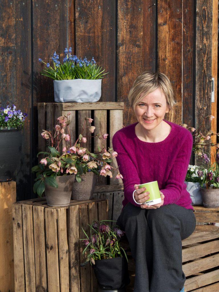 Denne hagen har faktisk ikke gressplen i det hele tatt. Men terrassen er en oppdagelsesferd verdig. Bli med til Anne Havåg Holter-Hovinds vidunderlige hage.