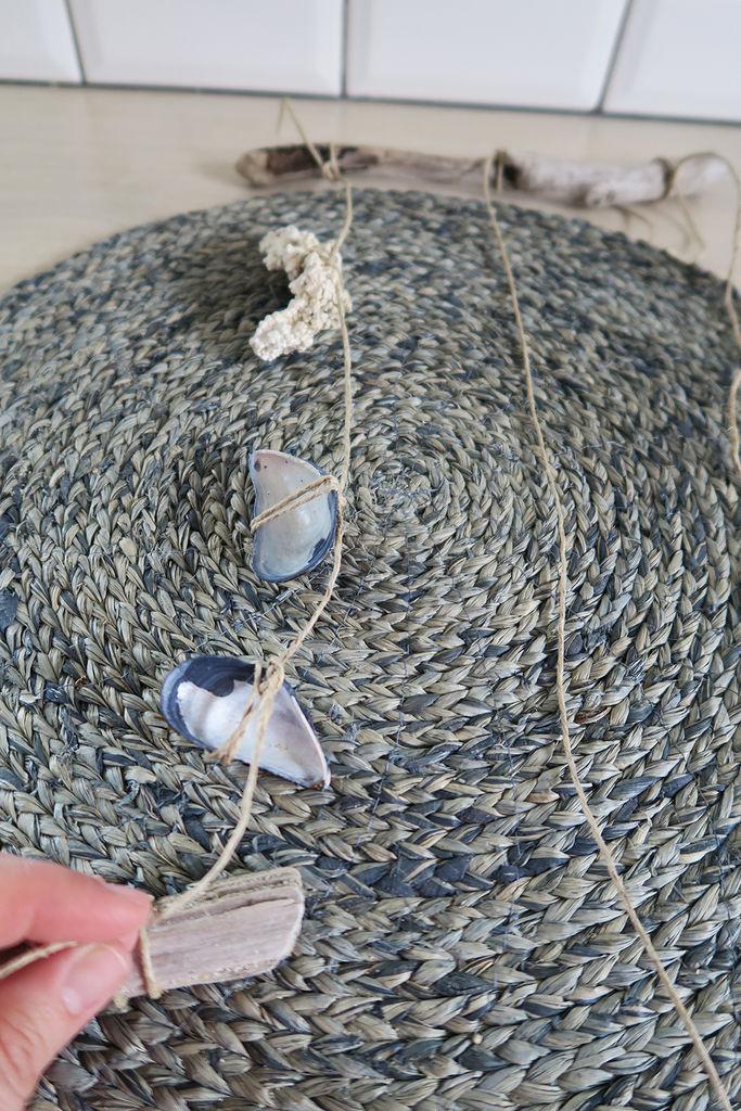 Tips til hvordan du kan lage en uro av strandfunn.