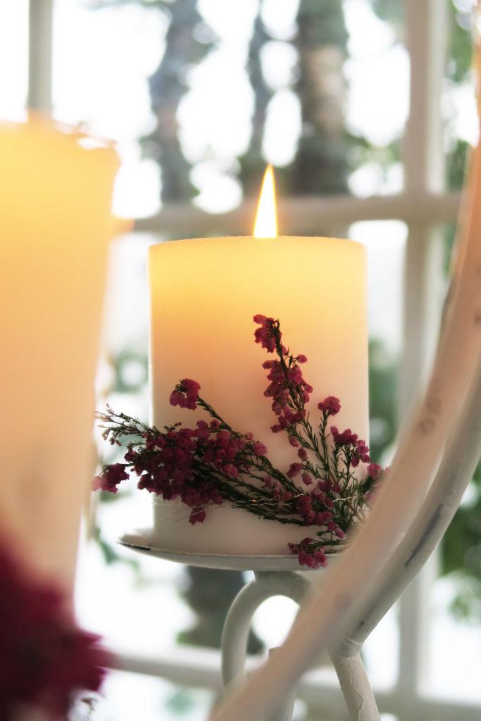 Ideer til hvordan lysglass og lysekrone kan pyntes til høsten.