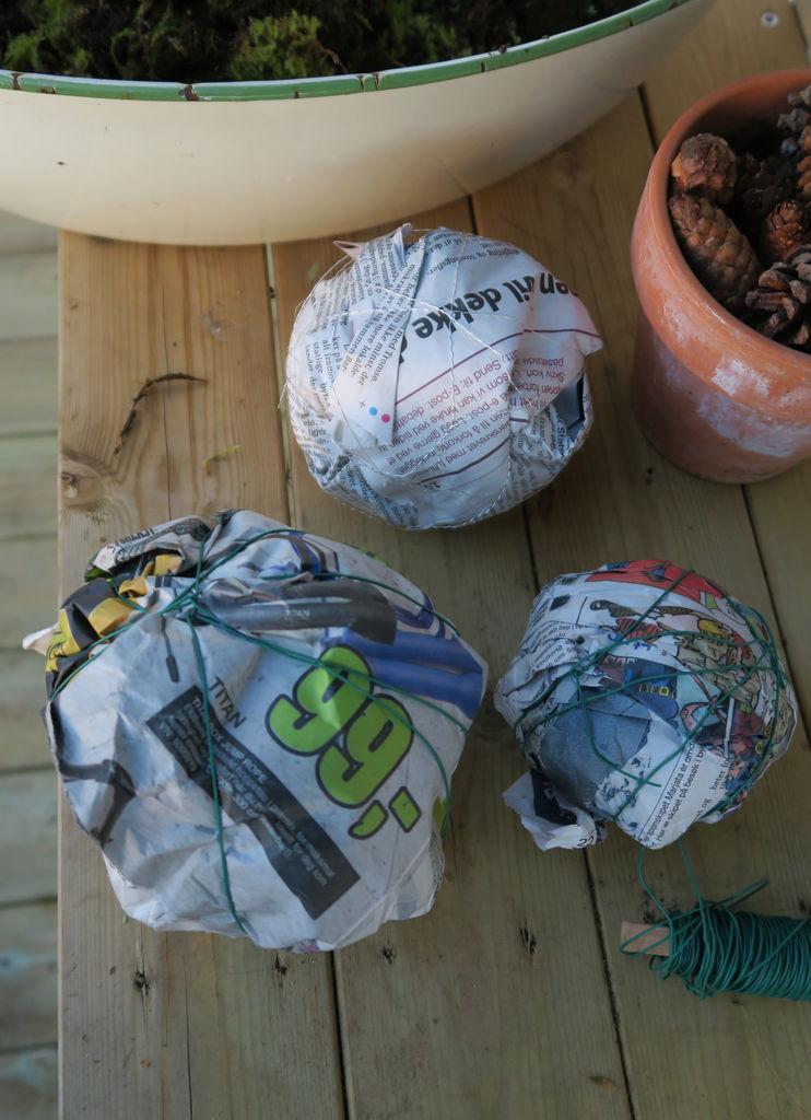 DIY - Tips til hvordan du kan lage kuler av mose, og til hvordan du kan dekorere med dem.