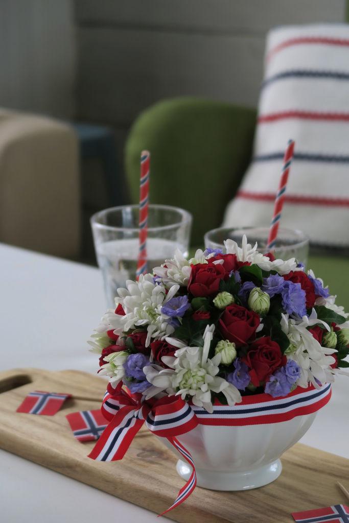 Tips til å lage en blomsteroppsats til nasjonaldagen.